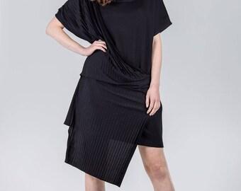 Woman's elegant dress / Black pleated dress / Special occasion black dress / Knee length woman's dress / Fasada 17086