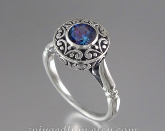 The SECRET DELIGHT silver ring with Alexandrite
