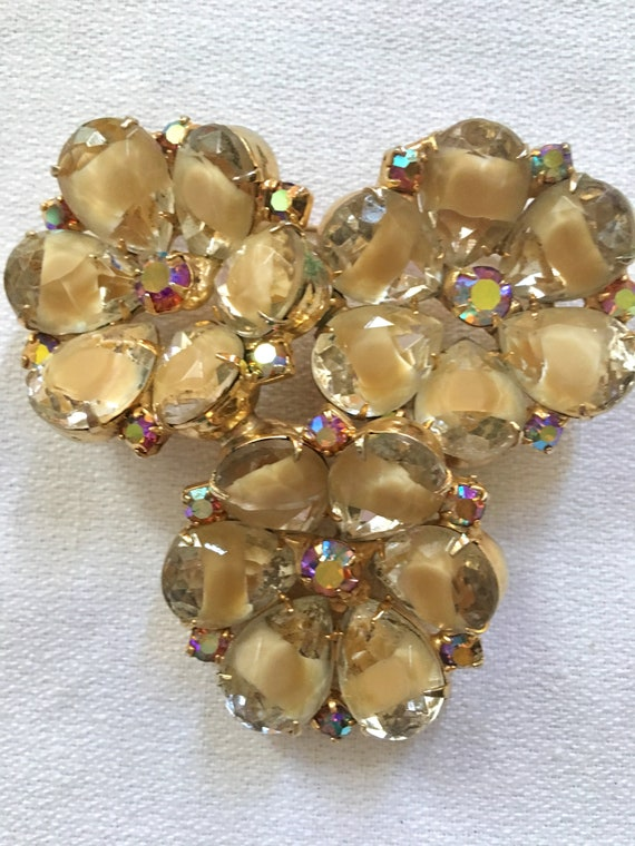 Devine JULIANA Tan Givre On Pale & Topaz Yellow Rhinestone Gems Triple Flower Vintage Brooch Pin
