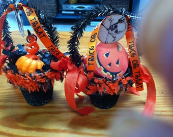 Two Halloween vintage style peat pot baskets