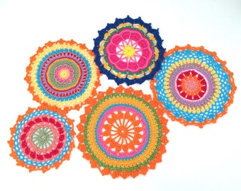Set of 5 5 5 multicolor doilies, crochet Mandala, Mandala Rainbow for use in flat or hang. 100% cotton Made in Italy.