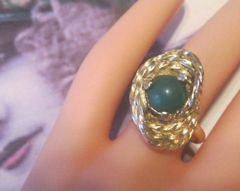 Vintage Gold Ring With Green Stone - Size Adjustable - R-230
