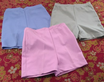 Queen Casuals Women's Polyester High Waist Shorts Set of 3 Pink Blue & Green Vintage Ladies Fashion Clothing 1960s (vc2)