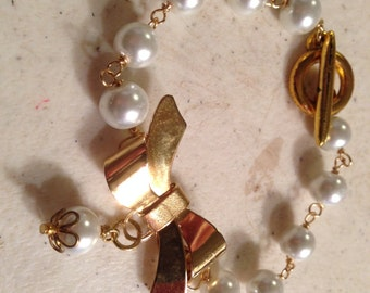 Pearl Bracelet - Wedding Jewelry - June Birthstone - Gold - Bride - White Jewellery - Fashion - Funky - Mod - Bow - Charm