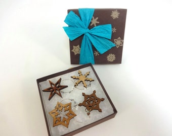 Snowflake Wine Charm Gift Box Set - Made from Sustainably Harvested Wisconsin Wood