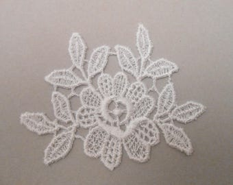 6.5 x 8 cm white lace flower