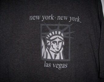 Vintage, New York, New York Las Vegas Hotel & Casino Tee Shirt, par Boutique Vintage de Nana