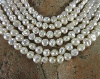 Keshistrang very delicate white beads only 9.90 euro, model 26