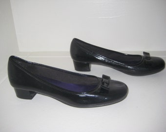 1960's style man-made black shoes with bows