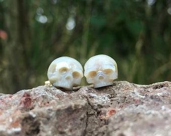 Hand Carved Pearl Skull Earrings 14k Gold Studs - Skull Pearl Earrings - Memento Mori Earrings - Goth Earrings - Unique Gift