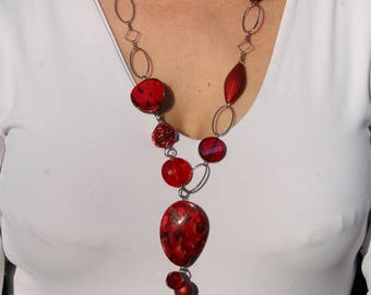 Red necklace offset with chain
