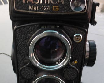Yashica Mat-124G Medium Format TLR Film Camera as is. With original case.