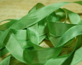 Leaf Green Vintage Seam Binding Ribbon
