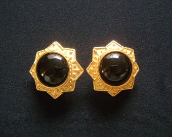 Beautiful Vintage JADED NY Rich Matte Finish Ornate Gilt Yellow Gold Plated Dome Shaped Black Onyx Cabochon Sun Burst Round Button Earrings