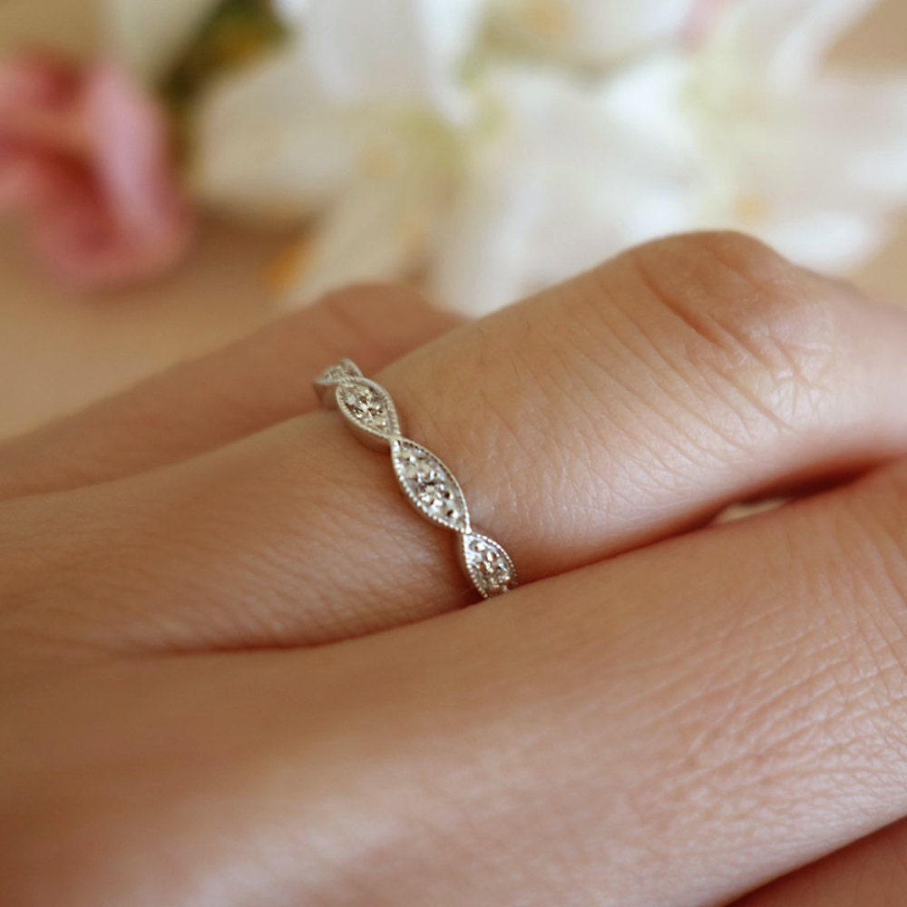 the pp scalloped prong diamond classic products band gem bands shared wedding scallop