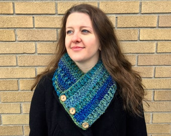 Crochet cowl shawl scarf thick soft blue and green