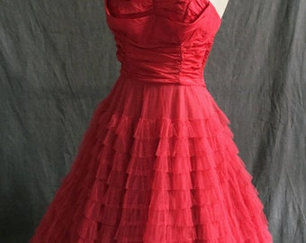 Straplesss crimson red 1950s tiered tulle dress