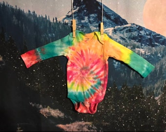 long sleeve rainbow tie dye baby onesie, size 12 months