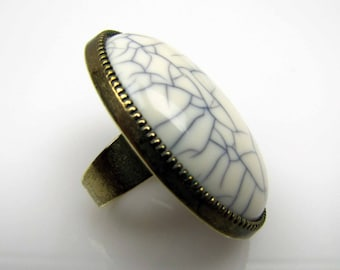 1930s Huge White Crackle Bakelite & Brass Ring. Black White Craquelure Oval Dome Statement Ring. Art Deco Early Plastic Jewelry