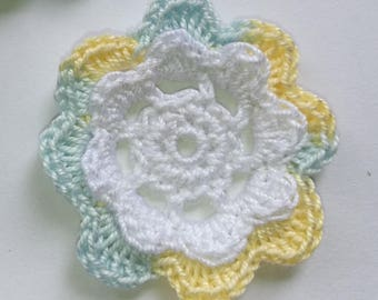 Applique flower crochet embelissement yellow white gradient blue 2 towers