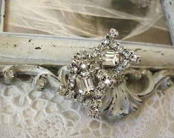 vintage rhinestone earrings . white hOT and brilliant prong set rhinestones mid century screw backs
