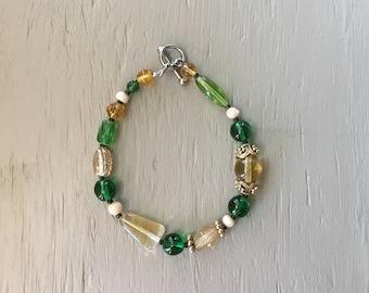 Green bracelet/ gold bracelet/ glass bead bracelet/ unique bracelet