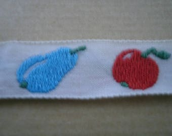 Cotton white grounds pears and apples, 15 mm wide ribbon