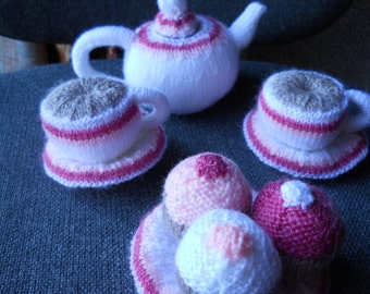 Knitted play tea set in white
