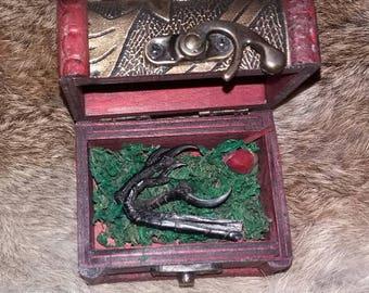 genuine real crow claw talon foot corvid curio oddity witchcraft pagan taxidermy bird box