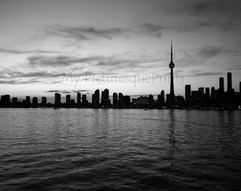 Toronto Skyline with CN Tower @ dawn. B&W, blachandwhite, Reflections in the water, Canada