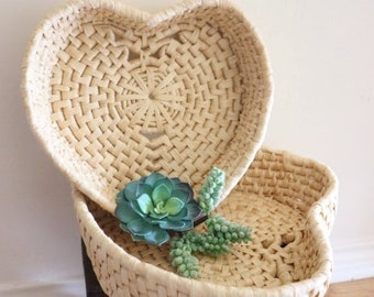 woven baskets - heart shaped baskets - nesting straw baskets - flat baskets