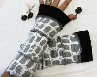 Gray white gloves, Gray striped mittens, Hippie gloves, Boho gloves, Fingerless gloves, Arm warmers, Women fashion, Women Christmas gift