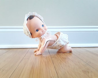 Vintage 1982 Do Do Crawling Baby Doll