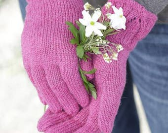Winter gloves with a lace cuff