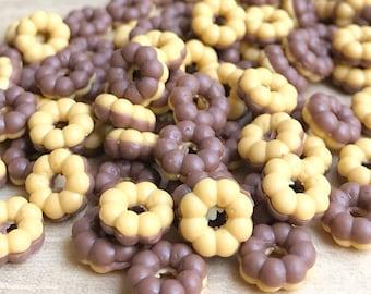 Miniature Doughnut,Miniature Chocolate,Miniature Bakery,Miniature Sweet,Dollhouse Food,Miniature food,Sweet Deco,Dollhouse doughnuts