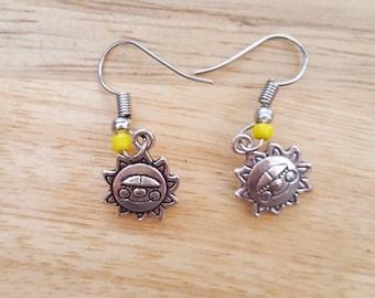 Cheery pair of smiling sun dangle earings