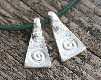 Silver Spiral charms Ornament metal charm Pyramid triangle greek beads Lead Free - 20mm - 2Pc - 2732