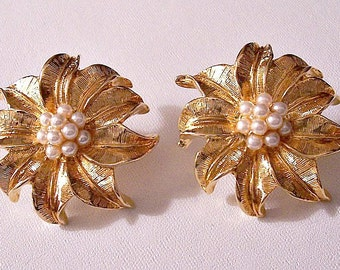 Avon Pearl Flower Clip On Earrings Small Seed Bead Gold Tone Vintage Brushed Round Large Detailed Fine Lined Curl Leaves Center Cluster