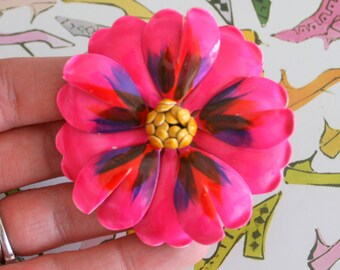 Vintage PINK FLOWER Enamel Brooch....groovy. retro. flower. 1970s. classic. pink flower. daisy. costume jewelry. vintage brooch. rainbow