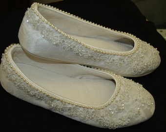 Size 5 Wedding Ivory Flats  Vegan Shoes Embellished with hand sewn pearls and ivory sequins appliques, comfortable flats,lace,Ready to Ship