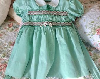 Vintage little girl dress, Nannette, 3, smocked, pale green, Easter dress, summer , daisies