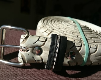 White belt made from a recycled bike tire, with eyelets - 2,6cm wide