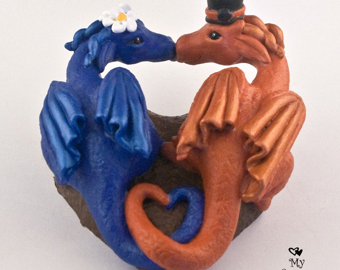 Dragons Wedding Cake Topper - Kissing, Heart shape
