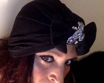 Removable black turban with bow