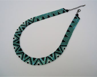 Leaf Green, Silver and Black Wavy Peyote Necklace
