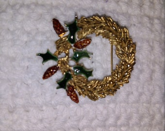 Vintage Golden/Holly Colored Brooch