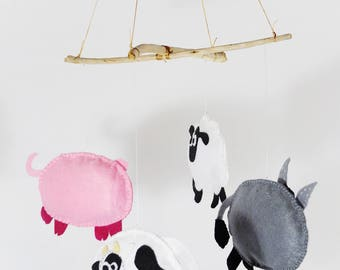 Farm animal mobile: cow, pig, sheep and donkey. Felt and driftwood. Chloe qfd