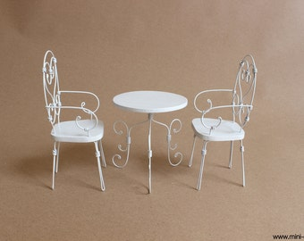 1/6 scale white Table and Chairs Wrought Iron French bistro set for dolls (Blythe, Barbie, Pullip, Obitsu, BJD, Momoko).