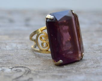 Vintage Chunky Ring Beautiful . Gold Plated .  Chunky Purple Glass