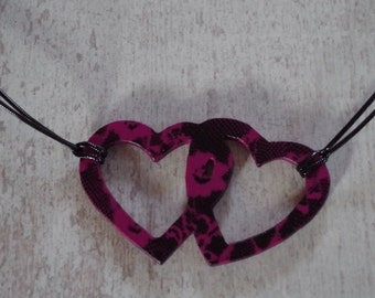 Wood necklace, 2 linked hearts shape in beech, fuchsia flowers and black painted